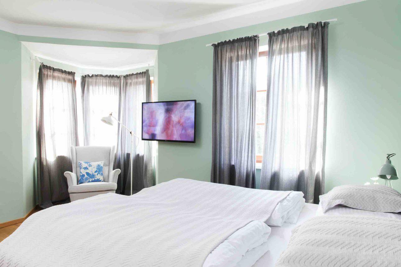 (Villa Charlotte). Das große Schlafzimmer im Apartment Mondsee in der Villa Charlotte