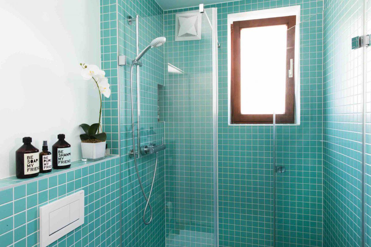 (Villa Charlotte). Großzügiges Badezimmer im Apartment Mondsee in der Villa Charlotte
